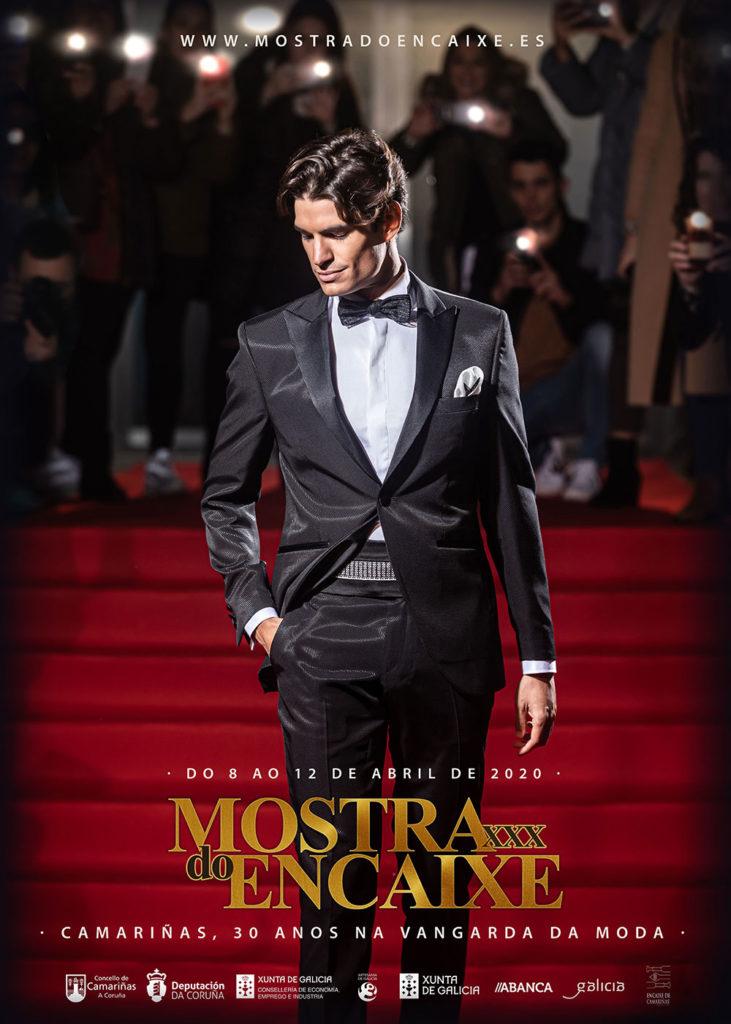 Cartel da XXX Mostra do Encaixe de Camariñas protagonizado polo modelo internacional da Costa da Morte Damián Álvarez